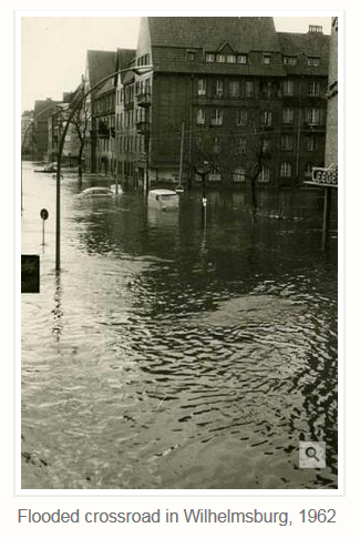 Flooded crossroad in Wilhelmsburg, 1962